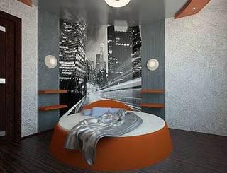 Чёрно-белое изображение ночного города в интерьере спальни